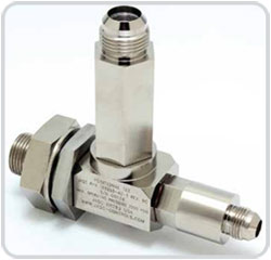 Positional tee with liquid fuel check and purge air check valve.